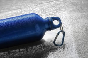 gourdes et bouteilles en aluminium