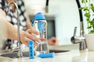 les meilleures bouteilles filtrantes au charbon pour filtrer l'eau du robinet